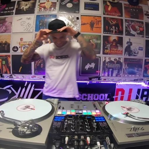 Bisschen in meiner DJ Schule experimentieren...