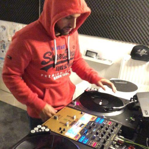 """Bisschen mit den """"GOOD FELLAZ"""" spielen  nice Track @_ratifo  . . . #djlife #turn..."""