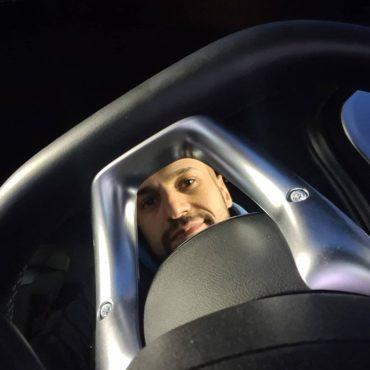 Ich setze mich ins Auto und stelle mir kurz vor ich fahr zu nem booking #samst...
